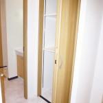 ニューライフ金沢文庫D棟504号室 洗面室収納(内装)