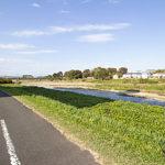 マンションの向いには川も流れる静かな環境です