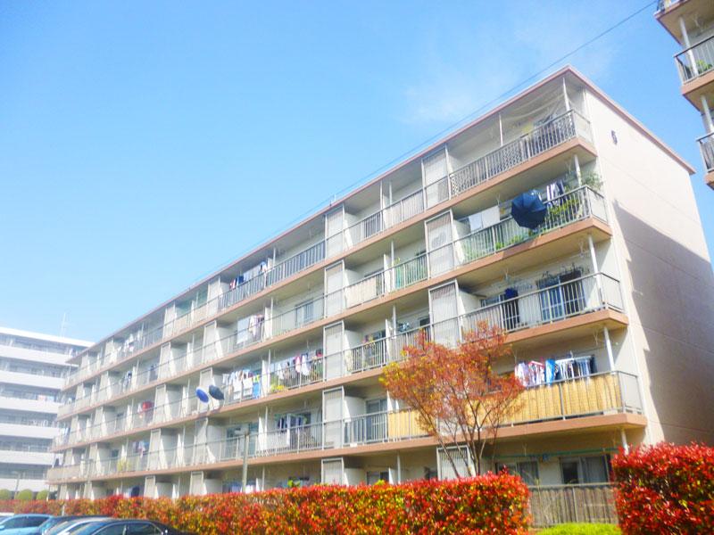 新桜ヶ丘団地5号棟外観