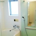 窓があって明るい浴室(風呂)