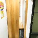 大型の玄関収納新設、鏡つきで便利(玄関)