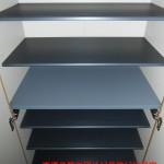 玄関収納は稼動棚になっていて、タップリ収納できます(玄関)