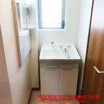 洗面室にも窓が付いています。洗面化粧台新規交換(内装)
