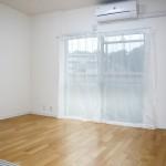 南西向きの陽当たりの良い洋室(寝室)