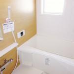 浴室にも窓が付いていて明るいです。ユニットバス新規交換。(風呂)