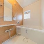 浴室ユニットバス新規交換済み 窓もあり通気性良好な浴室(風呂)