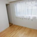 西側の洋室には可動棚が付いています(内装)
