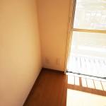 6帖の洋室は南向きのお部屋なので、陽当たりが良く明るいです。(内装)