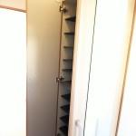 トールサイズの下駄箱なのでたくさん収納できます。(玄関)