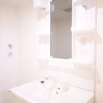 洗面化粧台新規交換、シャワーヘッド付きで幅も広く使いやすい洗面です(内装)