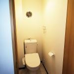 トイレ新規交換、温水洗浄便座付き(内装)