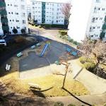 バルコニー前は公園があって、前棟まで空いています