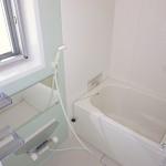 ユニットバス新規交換、浴室に窓が付いています(風呂)