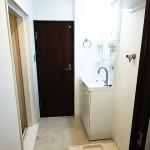 防水パンや、水栓金具、床や壁など、洗面室も一式新しくしました(内装)