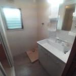 洗面室も窓が付いていて明るいです(内装)