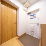 フロアタイル張替え、シューズボックスを新設した玄関(玄関)