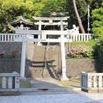 マンションの向かいには神社もあります