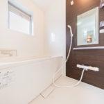 浴室もフルリフォーム済みできれいです。窓が付いているので通風良好!(風呂)