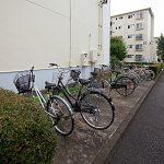 バイクや自転車は、団地内の空きスペースに置く感じですが無料です!