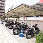 バイク置場は屋根が付いています