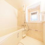 浴室もフルリフォーム済みできれいです。窓が付いているので通風良好です(風呂)