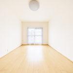 南側の洋室、陽当たりの良いお部屋です(寝室)