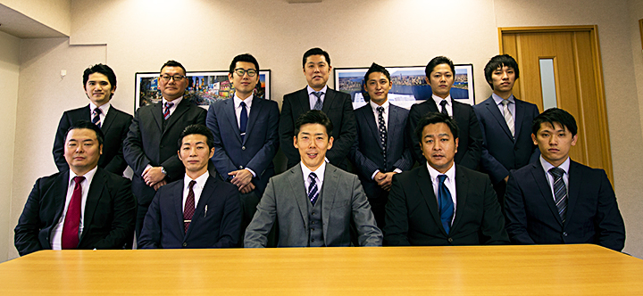 ウイングコーポレーション営業スタッフ集合写真