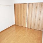 リビングの隣の洋室は約4.5帖です(寝室)