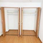 4.5帖洋室には大型クローゼットがついています(寝室)