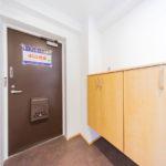 横に長いワイドタイプの玄関収納を新設(玄関)