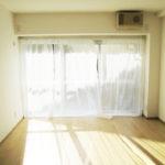 陽当たりの良い南向きの洋室(寝室)