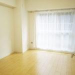 洋室3部屋が南向きでバルコニーに面しています(寝室)