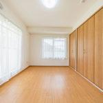洋室6帖 2面採光で明るい室内(寝室)
