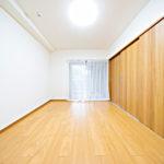 洋室6帖 引き戸を開けるとリビングと繋がります(寝室)