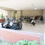 バイク置場と駐輪場は屋根付きです