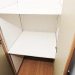 廊下にも収納が付いています。こちらは、お掃除道具などをしまって置くのにも便利です(内装)