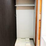 洗濯機置き場、防水パン新規交換済み(内装)