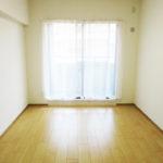 南側の洋室はバルコニーに面しています(寝室)