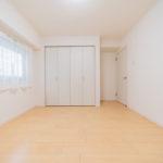北側の洋室にも大きなクローゼットが付いています(寝室)