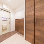 広々とした玄関 シューズボックス新設と廊下収納を新設(玄関)