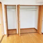 グリーンヒル貝取5号棟408号室_洋室6帖クローゼットと収納