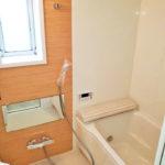 窓付きの浴室で通気性良好な浴室。ユニットバス 新規交換済み。(風呂)