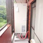 こちらがお部屋の電気温水器です。バルコニーに設置しています。
