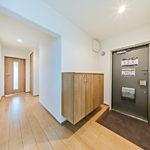 玄関もゆったりとした広さ。シューズボックスも大きめで収納力もばっちりです。(玄関)