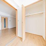 シャルマンコーポ本厚木402号室6.9帖洋室のクローゼット