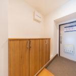 ゆったりとした玄関スペース シューズボックスを新設しています(玄関)