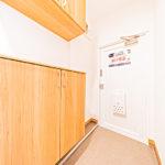 ゆったりとした広めの玄関です フロアタイル張替え済み、シューズボックス新設(玄関)