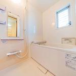 窓付きで通気性の良い浴室 ユニットバス新規交換済み(内装)