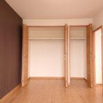 洋室6帖には壁一面が収納になっています(内装)