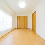 全居室6帖以上の広さを確保しています 室内クロス、フローリング張替え済みできれいです(内装)